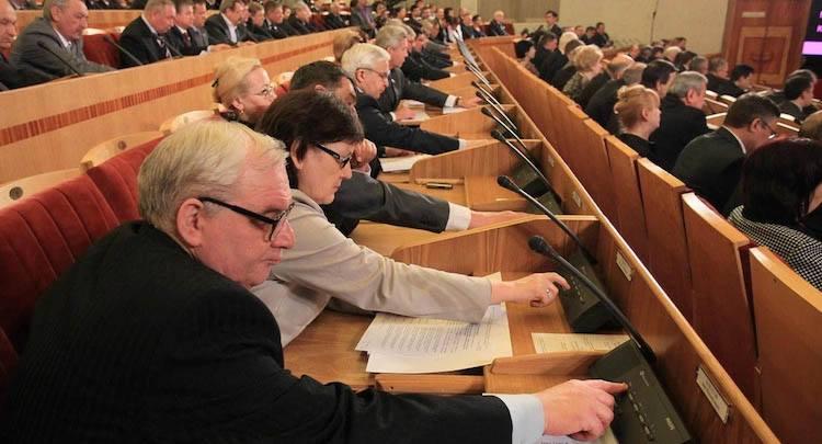 Пяць фактаў пра бясплённы беларускі парламент